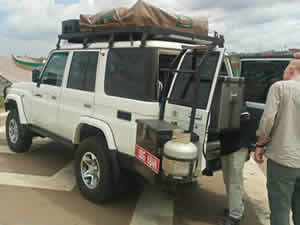 Landcruiser lx with rooftop tent